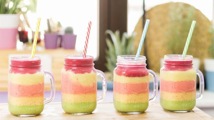 Farbenfroh, gesund und lecker: So zaubert ihr einen Rainbow-Smoothie!