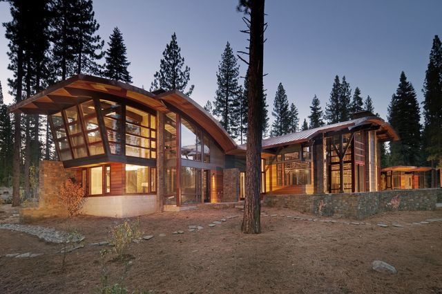 Lodge style homes golf shines at picturesque lake tahoe for Lake tahoe architecture firms
