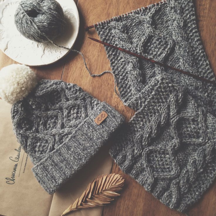 Tweed knitted hat and scarf