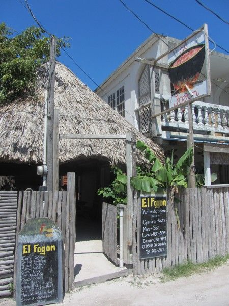Blog from an American living in Belize. Her picks on restaurants, hotels, night clubs, etc.