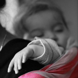 Zoals ik in mijn vorige blog al aanstipte, wil ik regelmatig een wetenschappelijk artikel rondom dragen verder uitdiepen. Dit artikel helpt ons te begrijpen waarom het dragen van baby's bela...