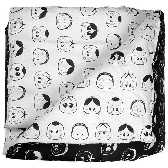 E a turma também pode te embalar com esse edredon preto e branco. | 25 objetos da Turma da Mônica que vão deixar qualquer adulto louco