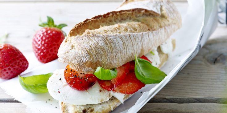 https://simplyyou.carrefour.eu/nl/recept/stokbrood-mozzarella-aardbeien-munt-en-balsamico