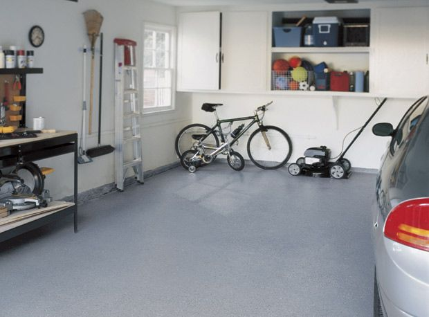 For the #garage #floor, combine #style and durability by applying on it an epoxy coating. | Pour le sol du #garage, alliez esthétisme et durabilité avec ce revêtement à l'époxy.