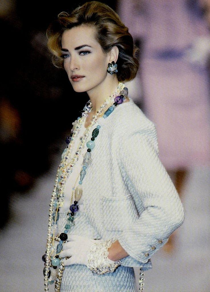 1992 Vintage Runway - Chanel Boutique, Spring …