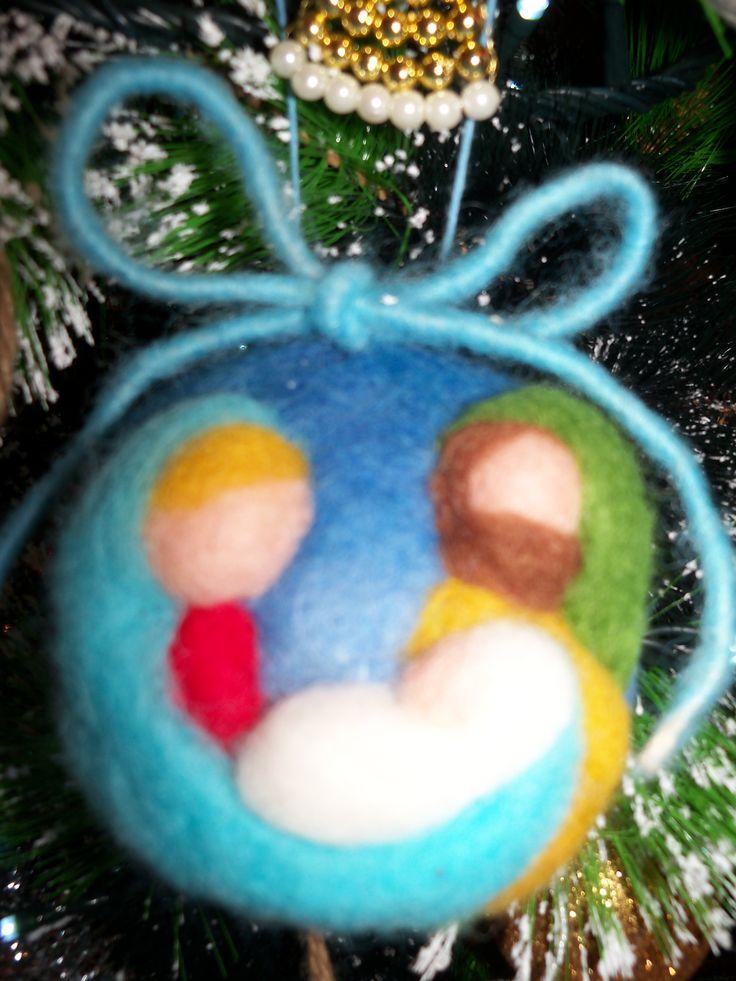 Pallina di Natale: natività - Christmas felted ball: nativity.
