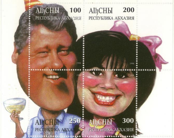Bill Clinton et Monica Lewinsky réunis pour l'éternité sur un timbre abkhaze (ex URSS) en 1998