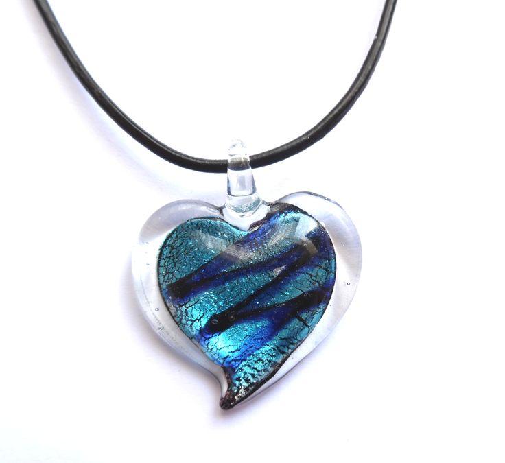 Halsband med hjärta av glas
