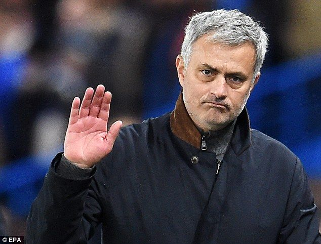 Mourinho signs pre-contract with Man Utd