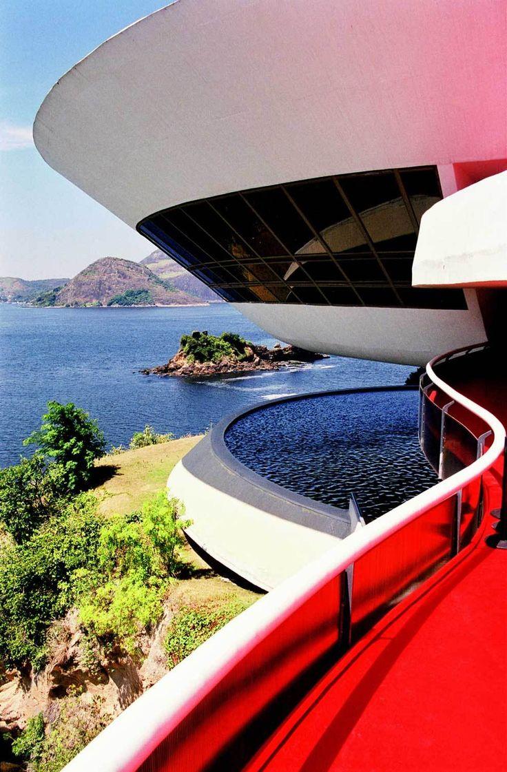 MAC - Museu de Arte Contemporânea (Contemporary Art Museum), designed by Oscar Niemeyer - in Niterói, Rio de Janeiro, Brazil.