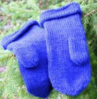 Blue Lovikka mitts by www.hemskapat.se