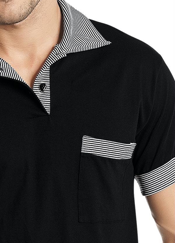 Conheça a Camisa Polo Misael - Manga Curta Preta com detalhes no bolso, gola e mangas. Polo Malha 100% Algodão Modelo Masculina - Manga Curta com Bolso. Gola, detalhe do bolso e mangas listrado. As camisas polo são versáteis e confortáveis. Combine com cal