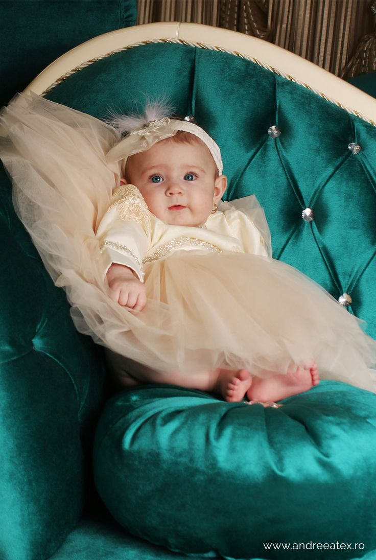 Rochita Botez Christening gowns and dresses for babies made with love in Romania. Baby clothing, baby fashion, baptism dresses.