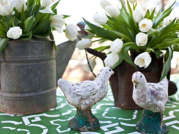 Spring centerpiece: Gardens Flowers, White Flowers, Decor Ideas, Rustic Spring, Design Trends, Spring Decor, Outdoor Patio, Flowers Arrangements, White Tulip