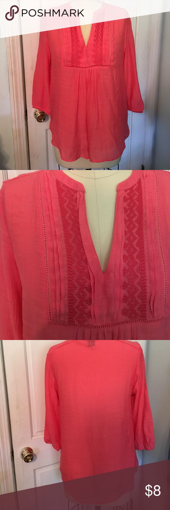 Woven top size M from Papaya NWT Woven top from junior store Papaya is NWT. Size M. timing Tops Blouses