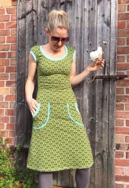 Knielange Kleider - Olive,Kurzarm-Kleid BIO-Jersey - ein Designerstück von…