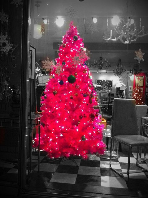 pink tree: Hot Pink Christmas Trees, Crafts Ideas, Christmas Tree Ideas, Pink Trees, Vintage Ornaments, Christmas Trees Ideas,  Boas, House, Christmas Decor