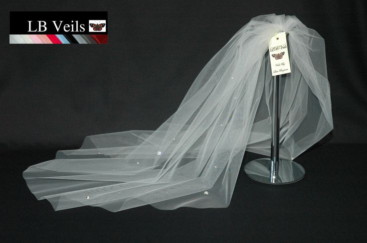 This Is A Single Tier Veil Swarovski Crystal Diamante And Pearl Flowers All Over Scattered In Between The Great Sparkle Has Raw Edge