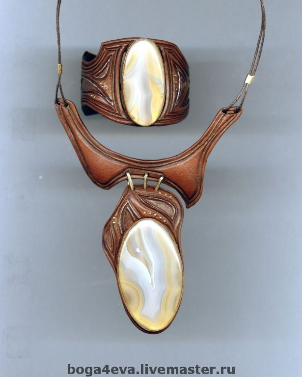 Купить Гривна и браслет ВЕЧНЫЙ ЗОВ - авторская работа, натуральная кожа, натуральные камни, чёрный