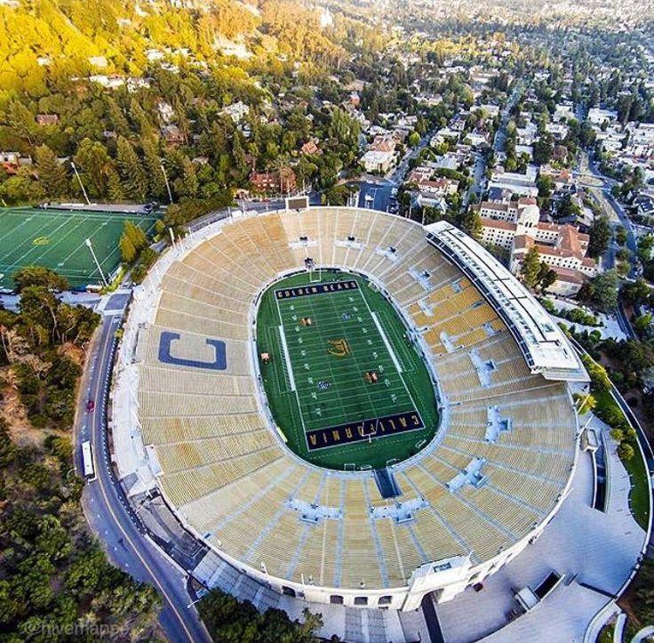 California Memorial Stadium (With images) | Football stadiums, Nfl football stadium, Sports stadium
