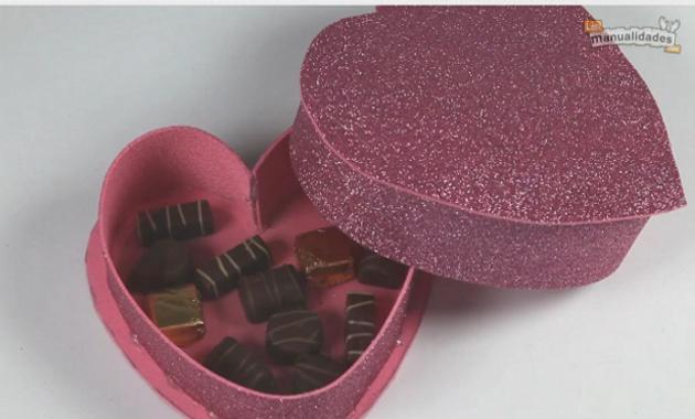 caja para chocolates en forma de corazon