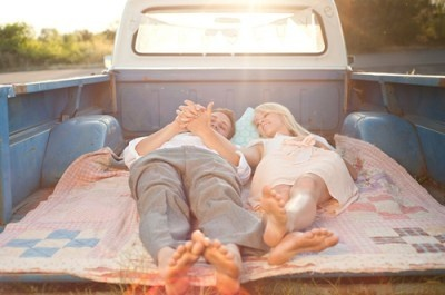 layin in the bed of an ole truck (:
