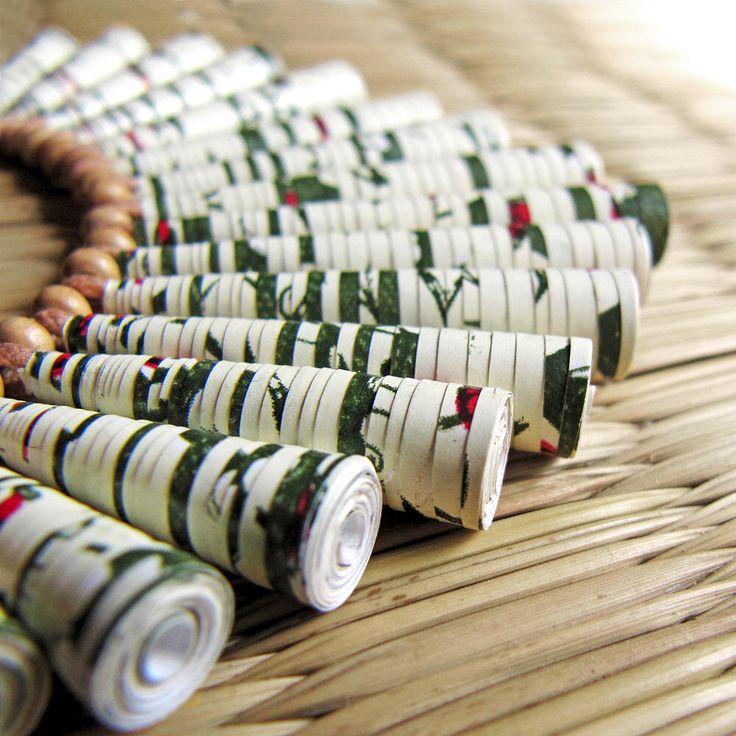 Tuin halsketting - eenvoudige sieraden - 1ste jaar verjaardag cadeau - aardse sieraden - organische juwelen - zomer ketting - papier parel ketting door PaperMelon op Etsy https://www.etsy.com/nl/listing/93981140/tuin-halsketting-eenvoudige-sieraden