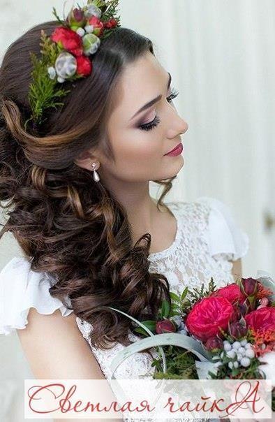 """Цветы в прическах становятся все популярнее, особенно актуальны они на весенне-летних свадьбах. Такие аксессуары являются прекрасной альтернативой фате и ярким элементом для фотосессии. Вдохновляйтесь вместе с нами! Ваша """"Светлая чайка"""".  _________________________________________   Звоните нам! ☎ 8.800.234.80.34 * звонок бесплатный  Наш сайт: WWW.SVE-CHA.RU  _________________________________________  #аксессуары #аксессуарыдлясвадьбы #табличкидляфотосессии #украшениевприческу…"""