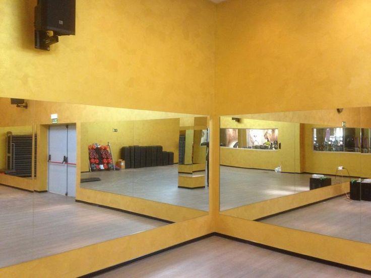 Las 25 mejores ideas sobre paredes de pintura metalizada - Gimnasio paredes ...