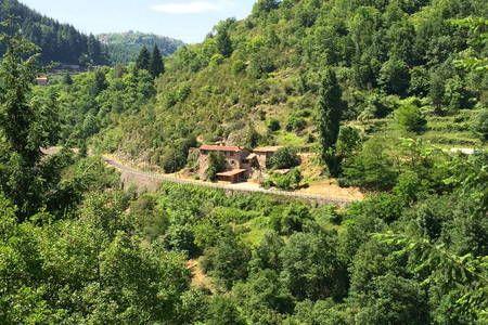 En Vivarais, l'Ardèche verte, entre St Péray et Lamastre
