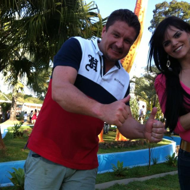 Com a Erika, meu amor, na inauguração do parque #Mutirama em Goiânia.