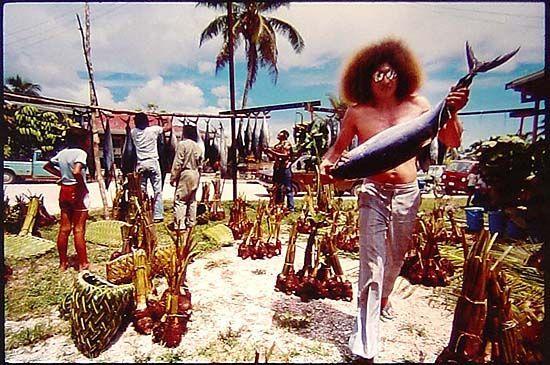 Niuean food -Food Division for Ear Piercing [Ceremony], Alofi, Niue, 1982/2004 Photo by Josef Lebovic