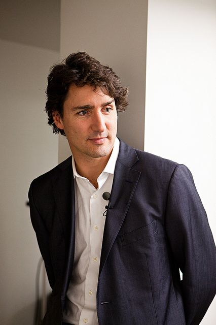Justin speaks with students at the University of Toronto. Justin parle avec des étudiants à L'Université de Toronto. Nov 13, 2012. (Photo: Ryan Kelpin)