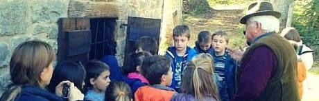 """Per il quinto anno consecutivo la cooperativa I Briganti di Cerreto riaccende il vecchio metato nel paese di Cerreto Alpi per la produzione di farina di castagne.  L'antico essiccatoio è stato recuperato e ristrutturato nel 2007 grazie ad un contributo del Gal Antico Frignano Appennino e del Comune di Collagna ed oggi rappresenta una delle """"attrazioni"""" turistiche maggiormente visitate all'interno dell'antico borgo, soprattutto nei mesi autunnali quando il metato riprende vita, profumo e…"""