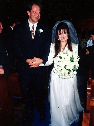 Today host Lisa Wilkinson married former Wallabies player and journalist Peter FitzSimons in 1992.