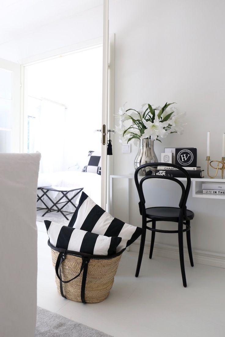 Homevialaura | Summer interior | monochrome striped cushions | TON Chair 14 | Tine K basket bag