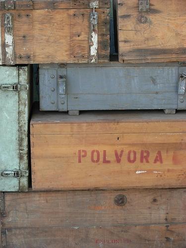 Antiguas cajas para municiones, armamento y pólvora. Sonia Carroza Antiguedades