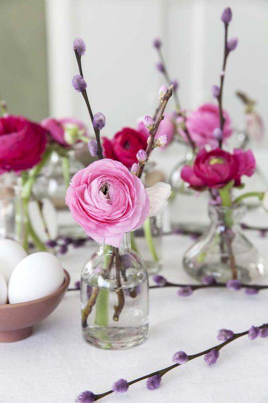 Endelig kommer en etterlengtet påskehøytid. En høytid der vi igjen samler familie og venner til koselige stunder rundt påskebordet. Til disse anledningene må du selvsagt pynte med friske og vårlige påskeblomster.
