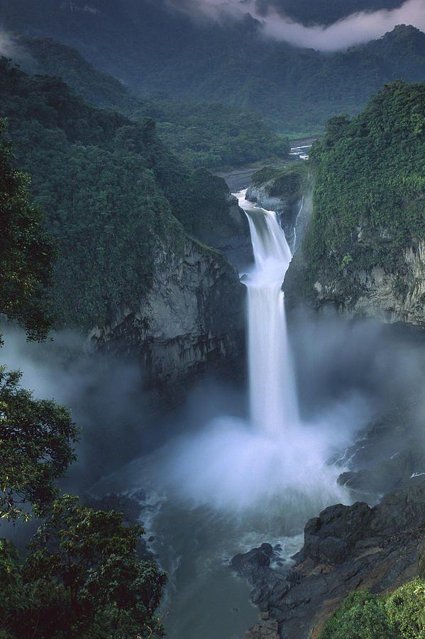 San Rafael Falls on the Quijos River   ©Pete Oxford  (Ecuador)