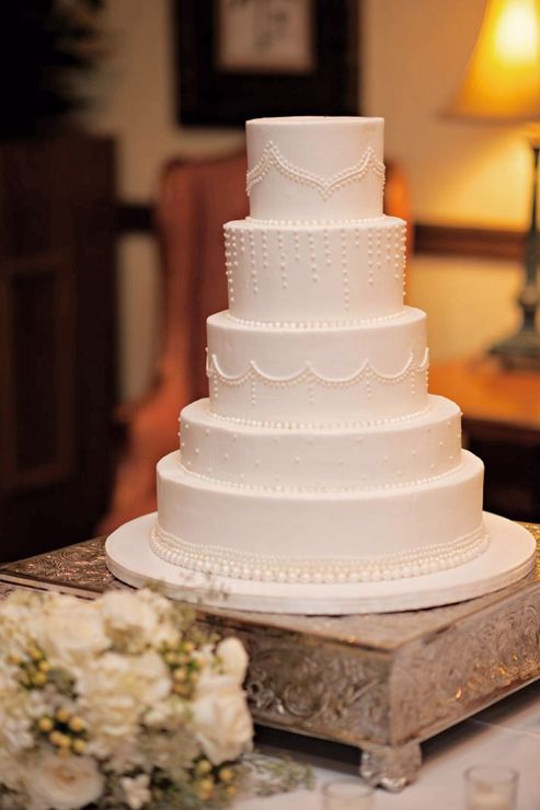 Nice, clean cake. I like this style.