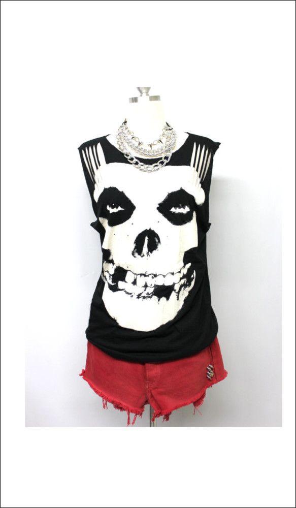 Los Angeles (ロス)在住の日系デザイナー、ジュリアによるロックTシャツのリメイク品です。ミスフィッツ (The Misfits)のTシャツからリメ...|ハンドメイド、手作り、手仕事品の通販・販売・購入ならCreema。