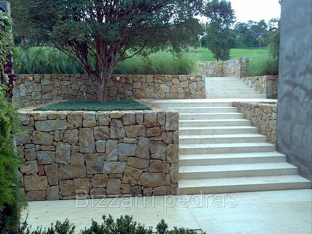 Muro de arrimo em pedras
