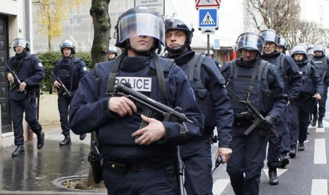 ¿Qué ha ocurrido en Francia?         El miércoles, al menos dos hombres con chalecos antibalas y armas de asalto irrumpieron en la redacción de la revista satírica 'Cha