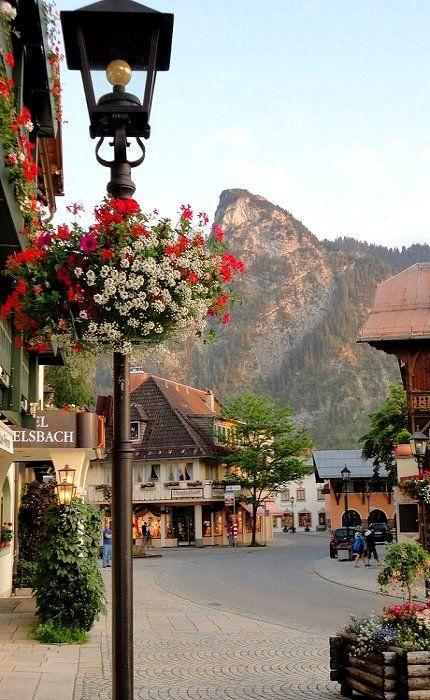 Oberammergau, Garmisch-Partenkirchen, Baviera, Germany Such a magical place here in Oberammergau, Germany!