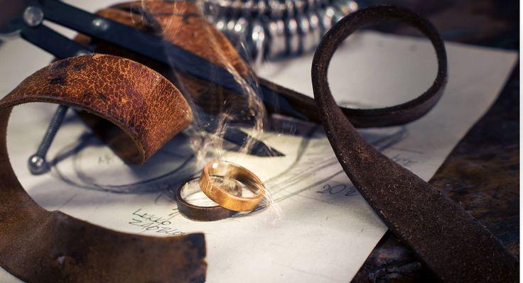 Obrączki uchwycone w magicznym momencie.  #obrączki #obrączkiślubne #ślub #rings #pracowniajubilerska #jubiler #złotnik
