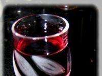 Wiśniówka polska. Wiśnie z przyprawami korzennymi z cukrem trzcinowym i alkoholem po pół roku zamienią się w pyszną aromatyczna nalewkę.