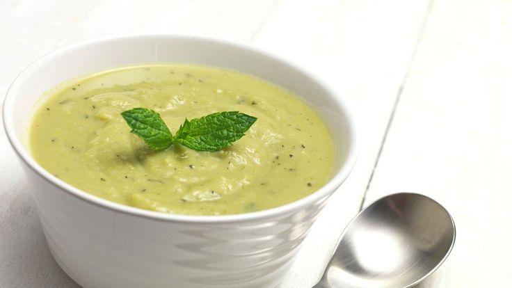 Spring zucchini & pea soup