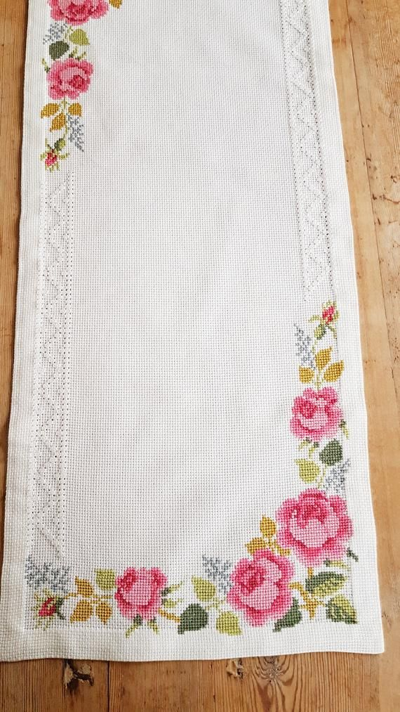 Beautiful 27″ x 11 3/4″ /rose cross stitch / embroidered / tablerunner in white cotton from Sweden