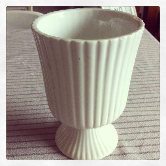 Vase ancien blanc Former white vase par Antiquesfrenchshms sur Etsy, €25.00