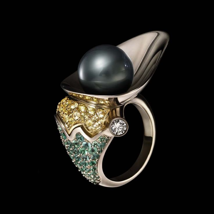 Dashi Namdakov Pearl ring in white and yellow gold with diamonds, yellow sapphires, emeralds and pearls